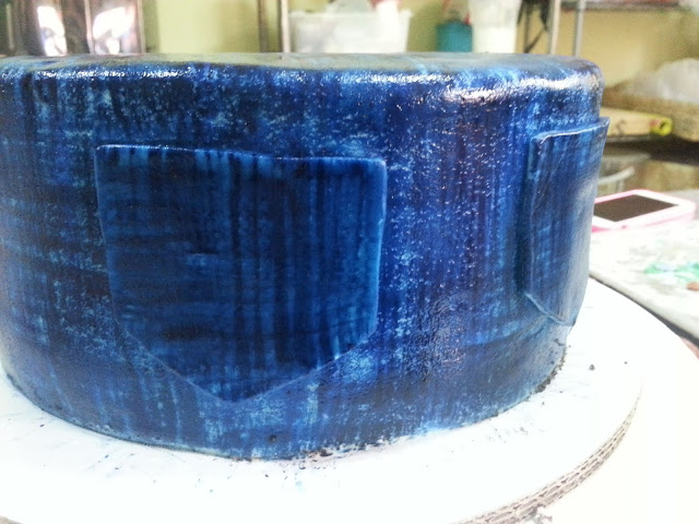 How to paint denim effect on cake larisse gastronomique for Blue jean paint color