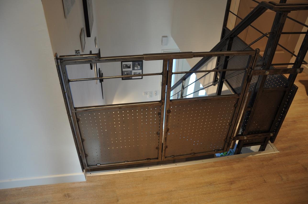 vincent brix cr ations mobilier en acier ambiance indus garde corps en acier pour. Black Bedroom Furniture Sets. Home Design Ideas