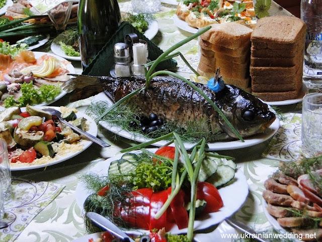 Закуски на українському весільному столі