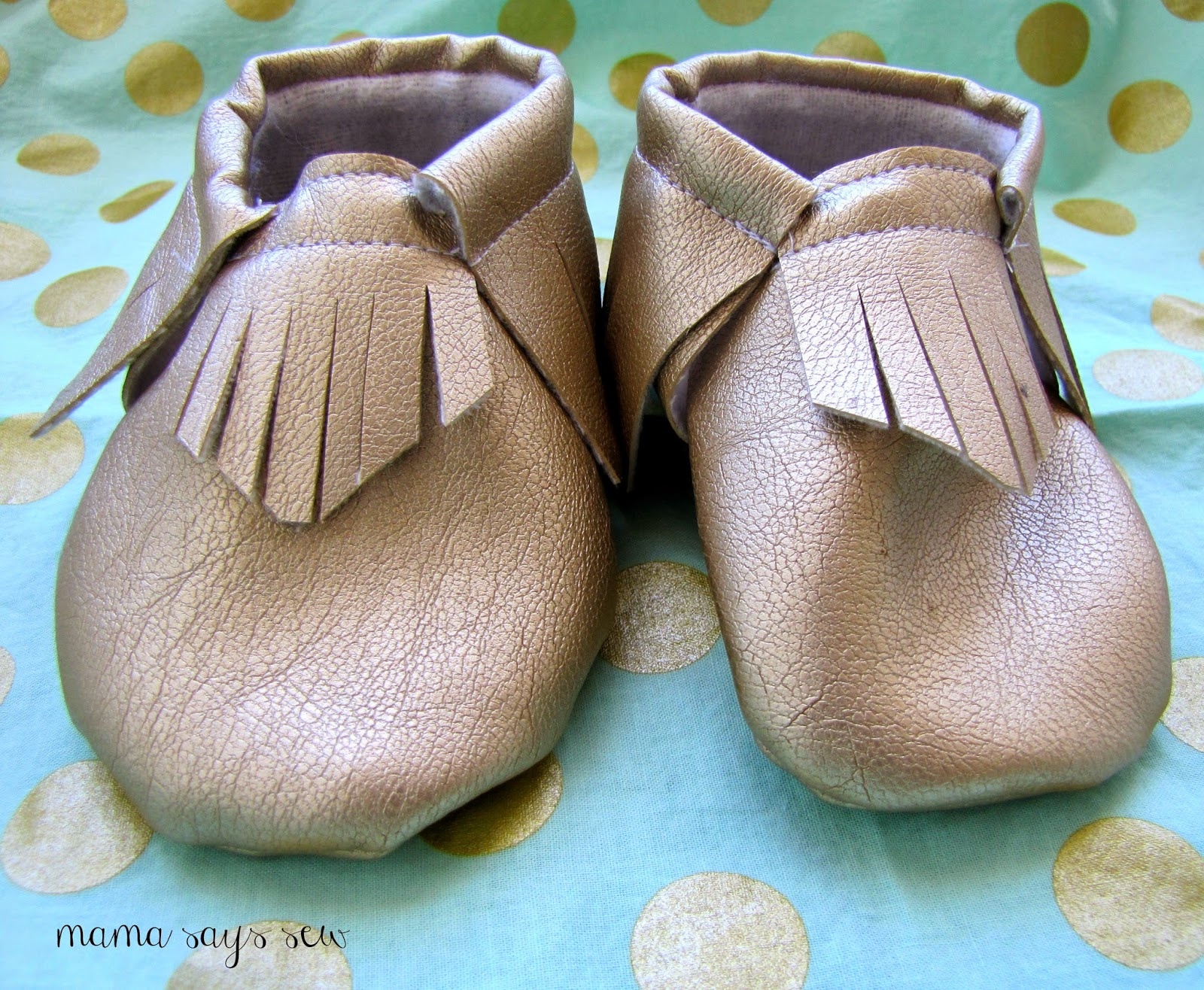 mama says sew: Free Baby Moccasin Pattern