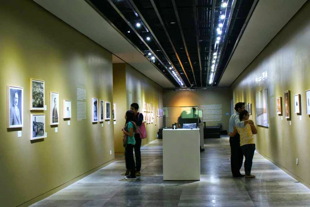 Museo De La Revolucion.El Caudillo Alvaro Obregon En El Museo De La Revolucion Caminando