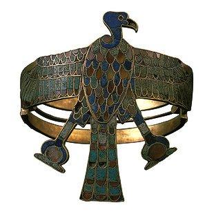 سوار ذراع من ذهب مطعم للملكة اياح-حتب