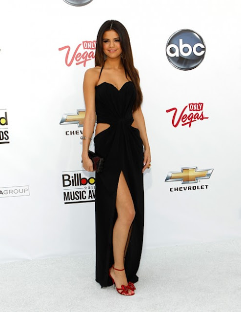 justin bieber and selena gomez 2011 billboard awards. hair justin bieber selena