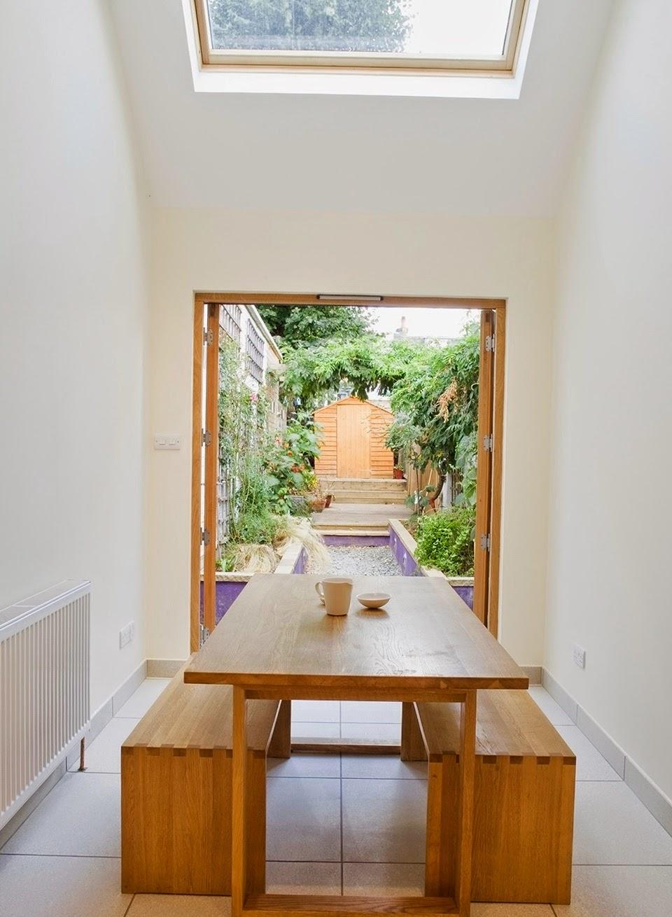 ruang-ruang-lapang-desain-bangunan-rumah-mungil-dengan-lebar-2-meter-06