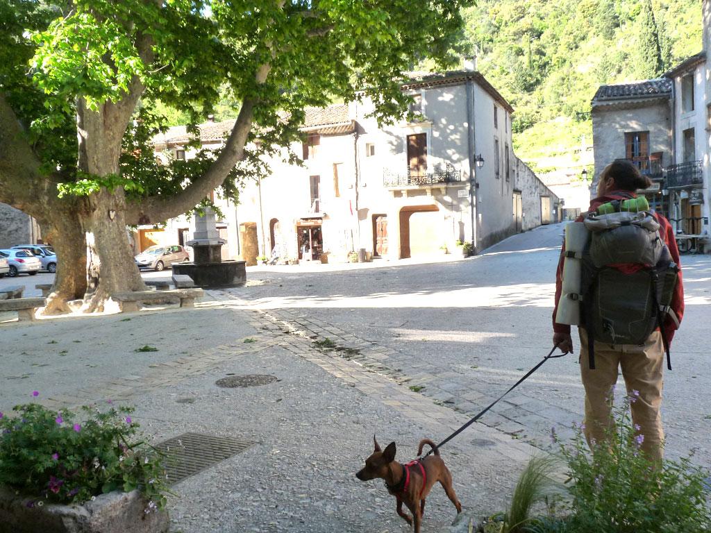 サン=ギエム=ル=デゼールの村  サン・ギエムの道 Saint-Guilhem-le-Désert サン・ギエムの道