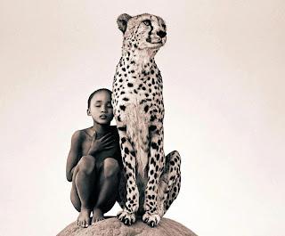 niña con leopardo