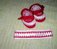 sapatinho-e-tiara-em-croch-ctrancado-de-fitas