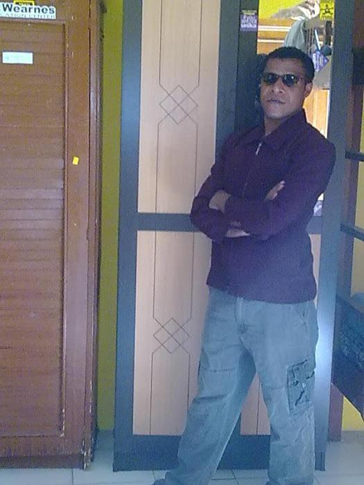 alimsom mila alim sedang potret di Hotel salatiga karna liburan , sedang menikmati suasana dengan