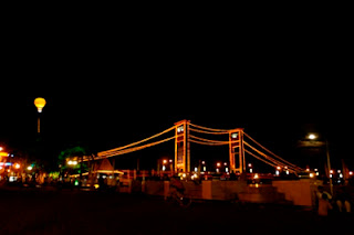 http://www.travelesia.co/2012/11/jelajah-sungai-musi-menyusuri-masa-lalu.html