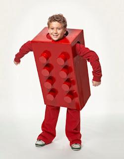 http://2.bp.blogspot.com/-zYfW-Bn3xp0/TpWpJo8qp_I/AAAAAAAAAHI/4K4d-nvEnj4/s320/lego-costume-diy-1009-de.jpg
