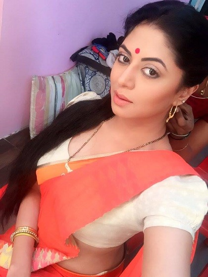 kavita kaushik sexy saree