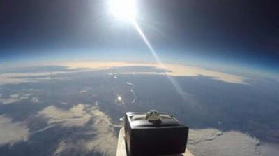 buongiornolink . Romanticismo galattico proposta di matrimonio dallo spazio (VIDEO)
