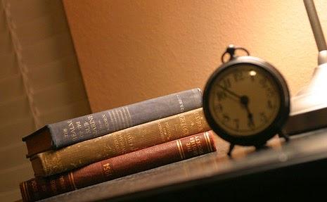 libri e sveglia