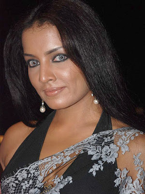 Celina Jaitley Pearl Earrings
