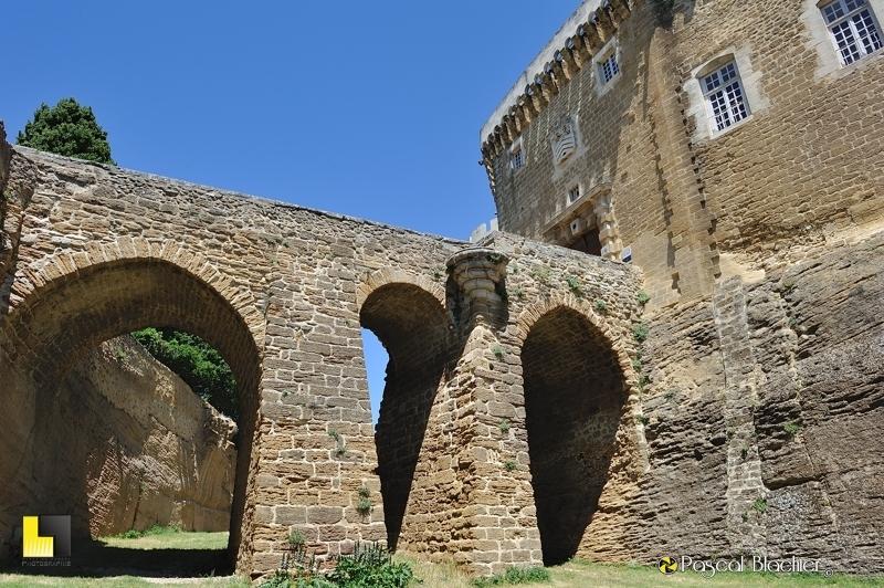 pont du château de suze la rousse vu du bas photo blachier pascal