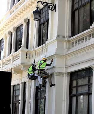 Trabajos sin andamios de pintura en fachadas - Pintado de fachadas ...