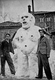 istanbul eski manzara kar kardan adam