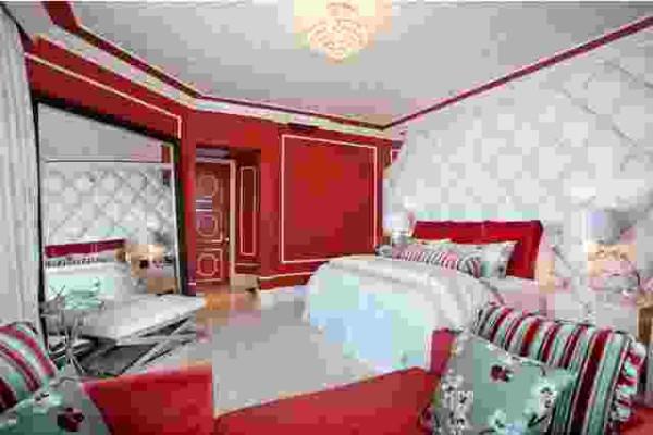 Desain interior kamar tidur unik warna biru merah kuning