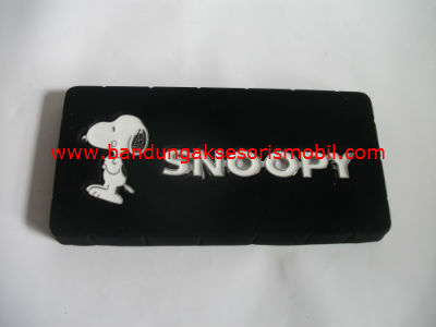 Logo Exclusive Besi Snoopy