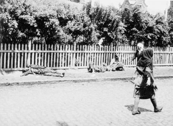 Mayat disepanjang jalan Holodor