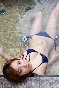 Aya Kiguchi sensual bajo el agua 3