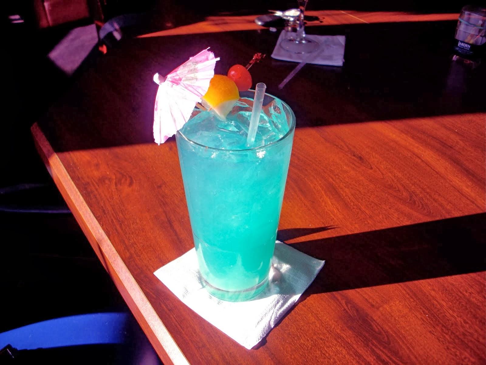 Как сделать коктейль голубая лагуна, рецепт - Рецепты - Wday