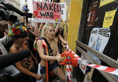 Perarakan separuh bogel Kumpulan Pembela Wanita Femen
