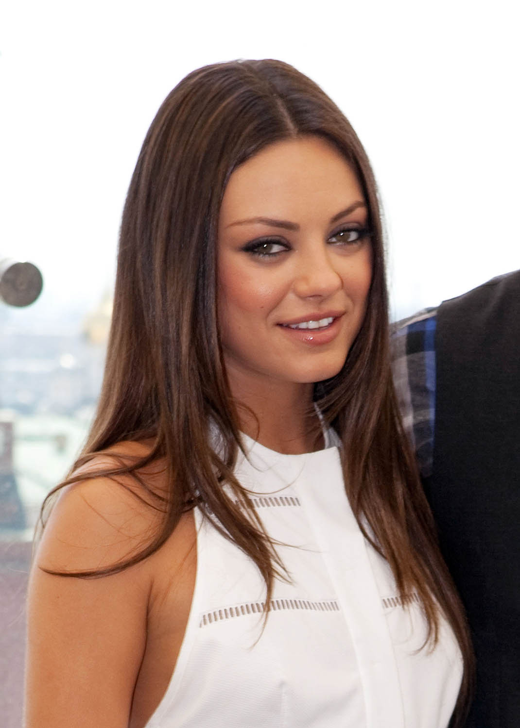mila kunis hairstyle title=