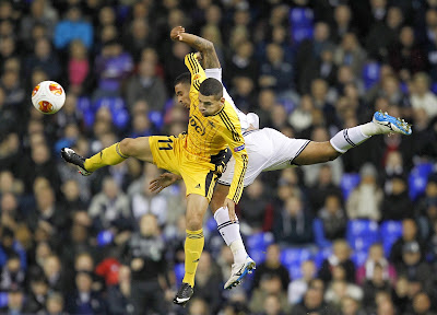 FC Sheriff Tiraspol's Brazilian Ricardinho (L) vies with Tottenham Hotspur's English defender Kyle Naughton during a UEFA Europa League Group K football match between Tottenham Hotspur and Sheriff Tiraspol at White Hart Lane in London, on November 7, 2013
