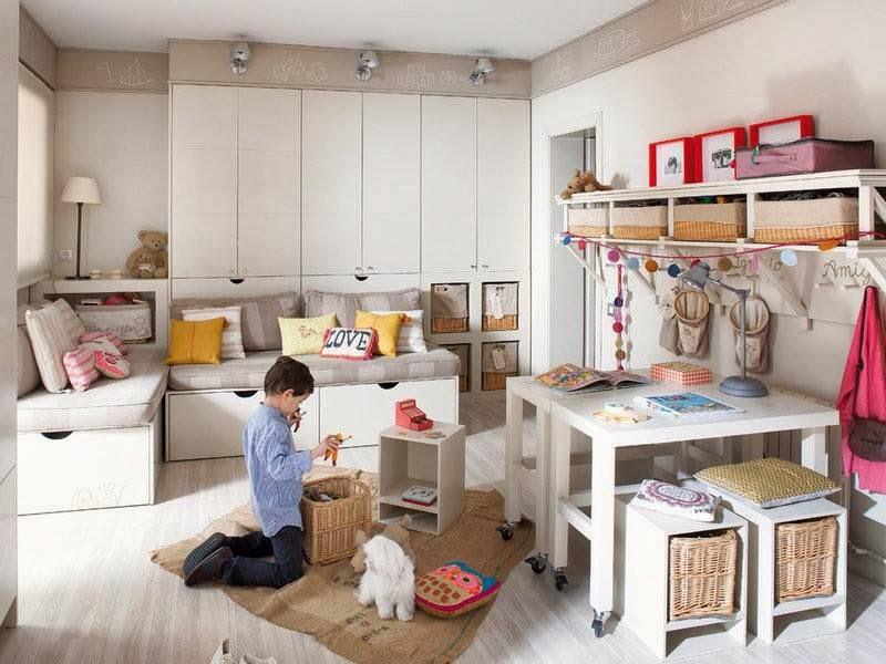 realmente es una suerte poder poseer un cuarto destinado para los juegos de nuestros hijos este es el caso de esa casa un inmenso espacio donde los peques