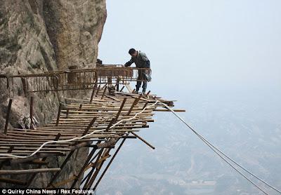 2 أختبر شجاعتك مع جسر  سكاي ولك    من أحد الاماكن التي تدعوا للرعب والفزع