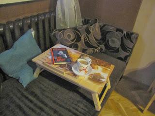 Gadżety mola książkowego: stolik pod laptopa
