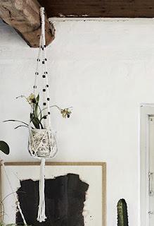 http://deens.nl/woonshop/woonaccessoires/planten-potten-en-manden/macrame-bloempot-hanger-madam-stoltz-RO556.html