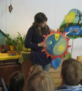 Monatsfeier im Kindergarten, Waldorf Monatsfeier