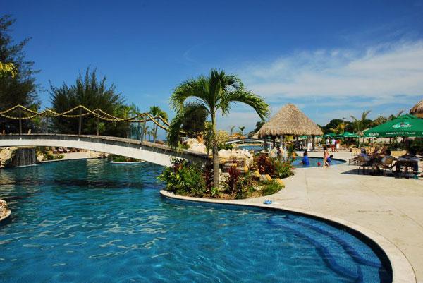 viajar honduras la ensenada beach resort bah a de tela On telefono la ensenada beach resort