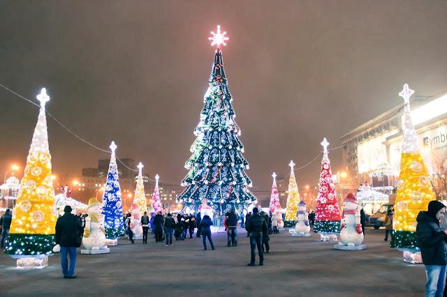 В Харькове 36-метровую красавицу проектировали около года, а монтировали почти месяц.