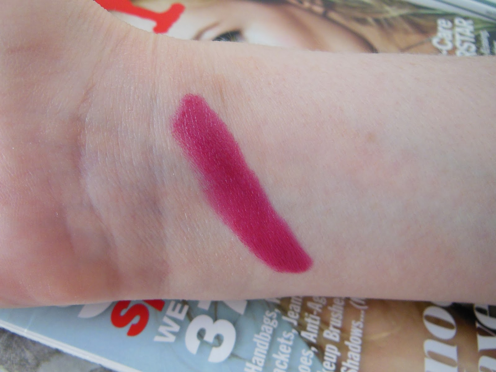 Bobbi Brown Bright Raspberry art stick swatch
