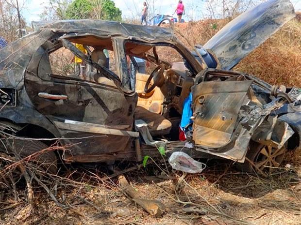 Mulher morreu após ser arremessada de veículo na BR-135 (Foto: Jadiel Luiz/Blog Sigi Vilares)