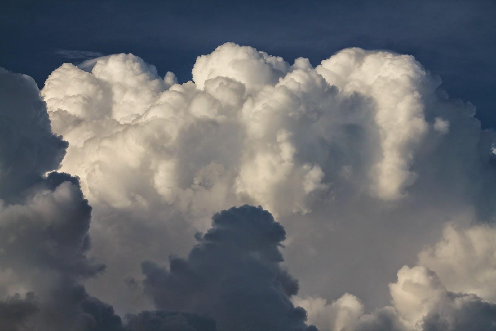Πώς μπορούμε να κατασκευάσουμε ένα σύννεφο σε μια γυάλα με απλά υλικά;