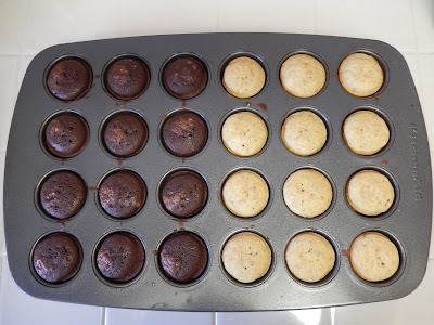 Mini%2BProtein%2BMuffins%2BBlack%2BWhite%2BEggface Weight Loss Recipes 15 Protein Packed Portable Healthy Snacks (or Lunch)