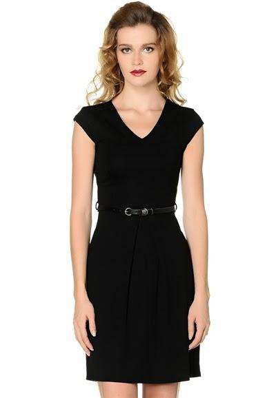 deri kemerli elbise, kolsuz elbise, siyah elbise, dar elbise, pileli elbise, fermuarlı elbise