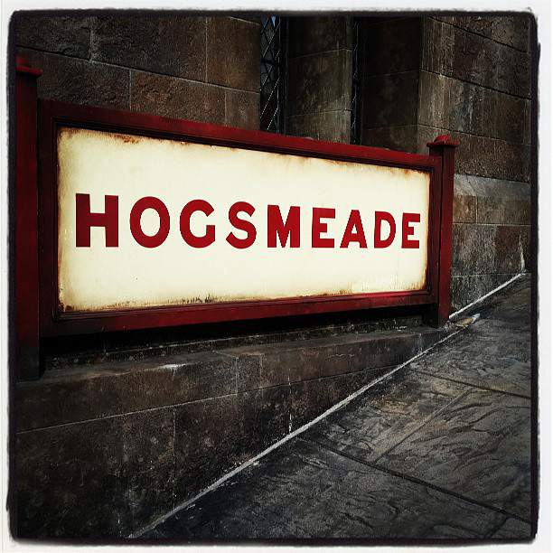 [Picture] 130619 Taeyeon Instagram Update: '>_<♥ #Hogsmeade #Harrypotter'