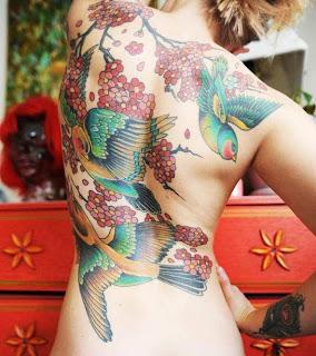 Tatuagens-013-passaros-pelas-costas-feminina
