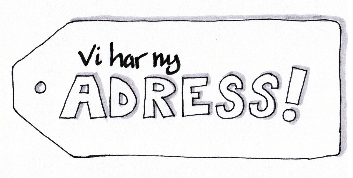 en adresslapp med texten vi har ny adress