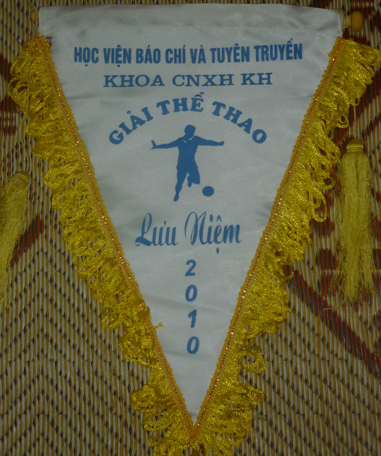 In cờ tam giác thể thao