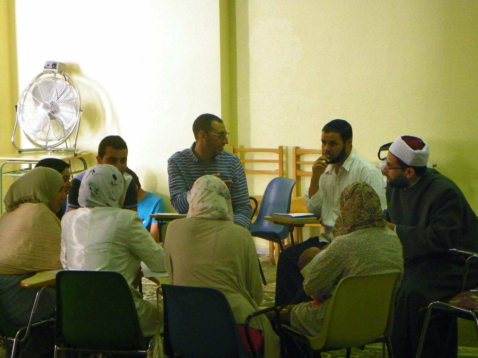En La Quinta Y Ultima Sesion Del Dia Presidida Por El Dr Kamal Laifi Experto De Francia Junto Con El Representante Del Cuerpo Mundial Del Noble Coran Y Dr
