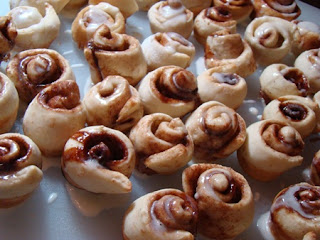 Tami's Kitchen Table Talk: Itty Bitty Cinnamon Rolls