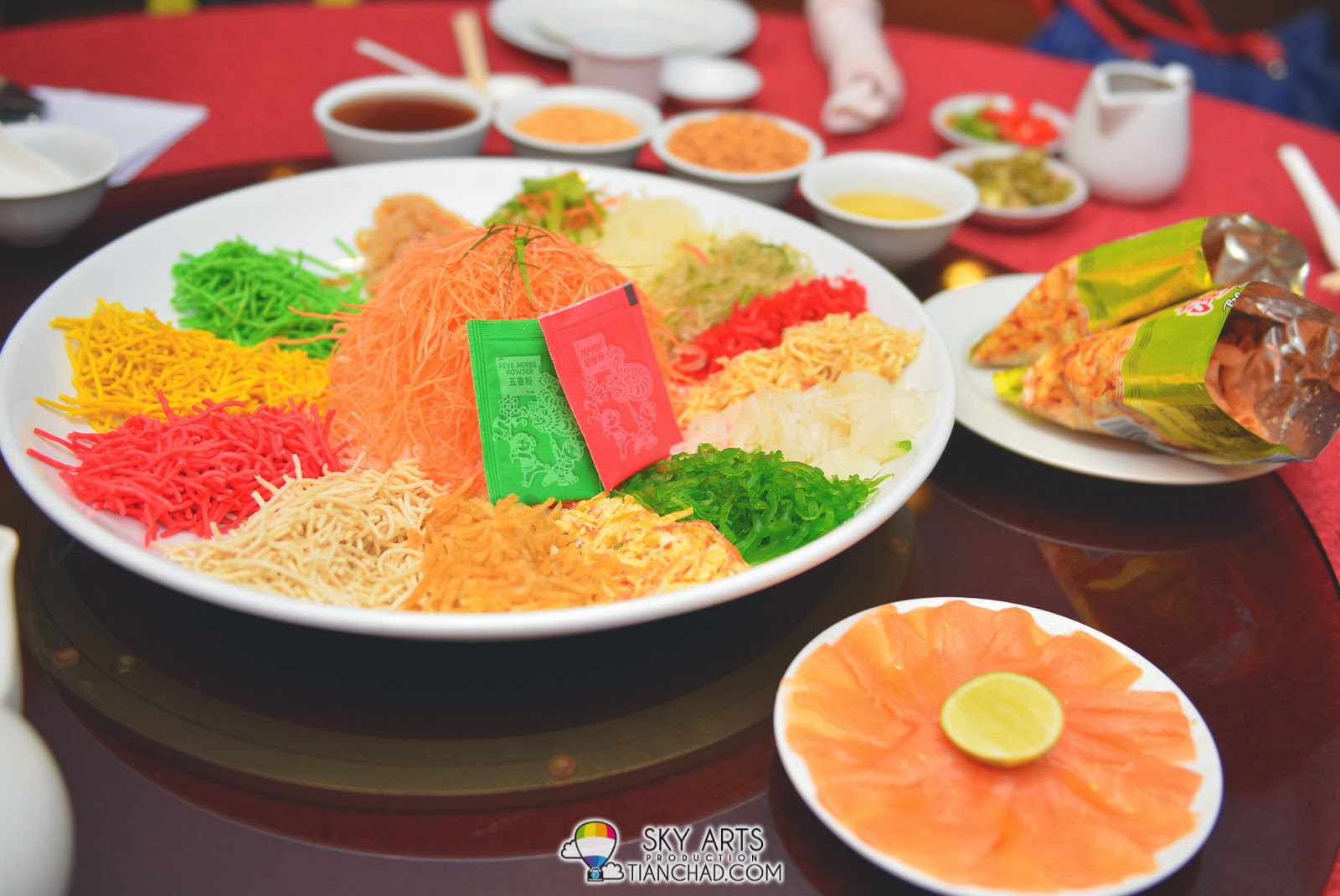 三文鱼鱼生 Salmon Fish Yee Sang @ Phoenix Chinese Restaurant at Holiday Inn Glenmarie