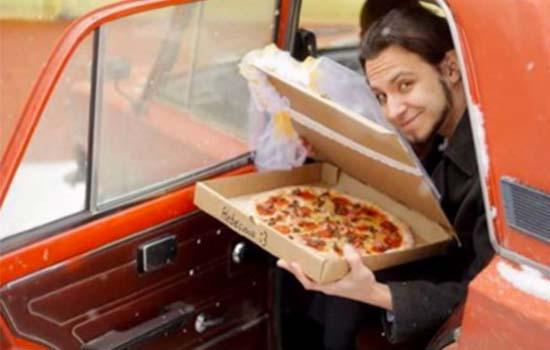 Inilah alasan utama lelaki ini kahwin dengan pizza