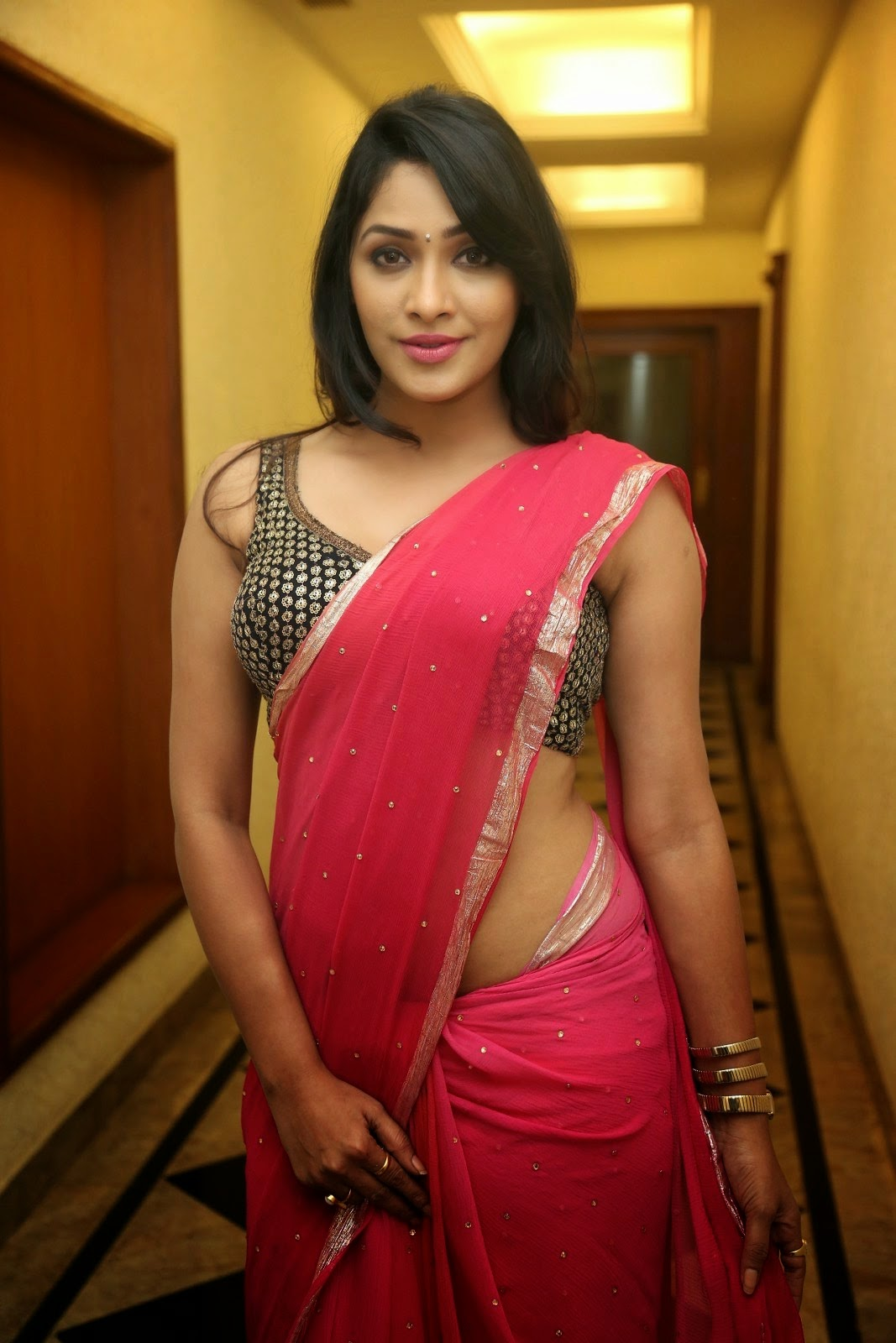 Kesha Khambhati Latest glamorous saree Photos